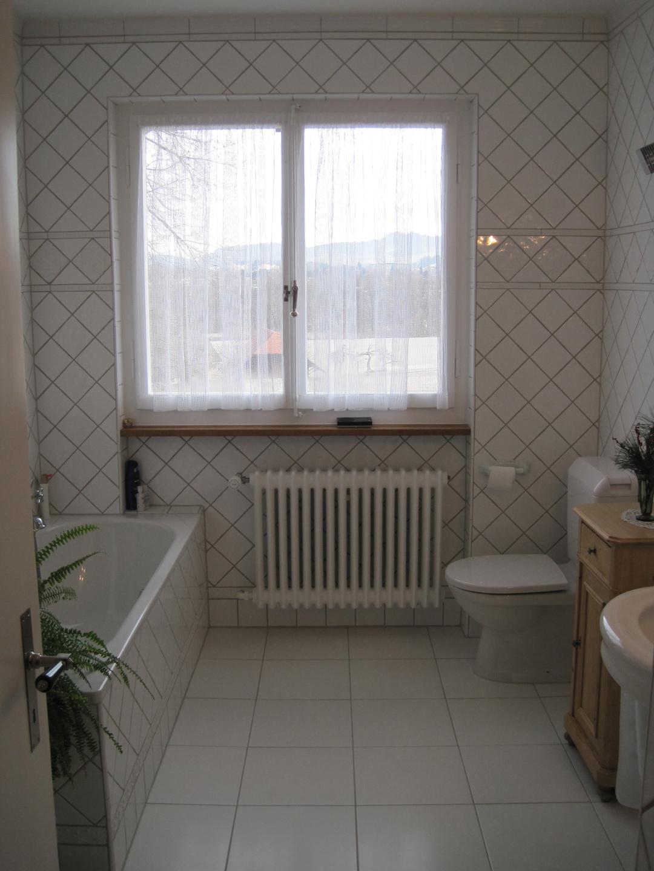 - Weiayes badezimmer ...